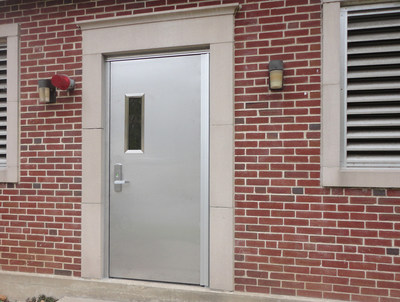 The PD-522FFR is a dual-protection fire rated flood door, specifically engineered for interior and exterior openings requiring watertight flood protection and a 90-minute fire rating.