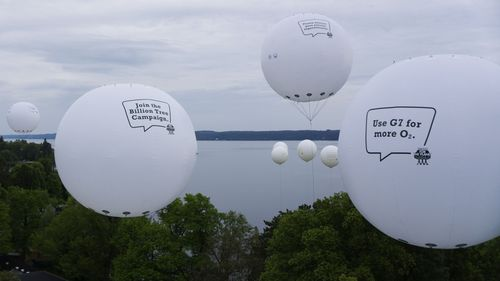 The G7 Heads of Government read the message of the youths on their way to Elmau. The balloons are floating above Tutzing Castle on the shore of Starnberger See, on the flight route to Elmau. (PRNewsFoto/Plant-for-the-Planet)