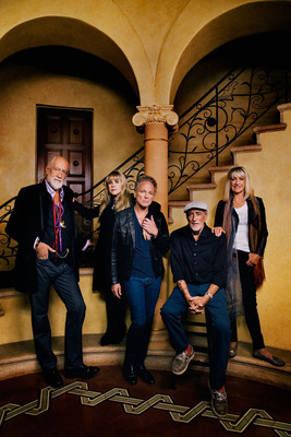 FLEETWOOD MAC ANNOUNCES 'ON WITH THE SHOW' TOUR.  (PRNewsFoto/Live Nation Entertainment)