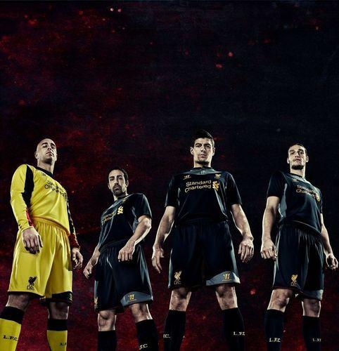 Signée Warrior, le nouveau maillot extérieur de Liverpool rend hommage au patrimoine naval de la