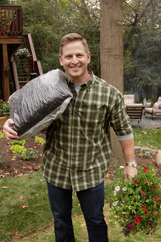 Trugreen Reveals Sweepstakes Winner S Backyard Makeover In Videos
