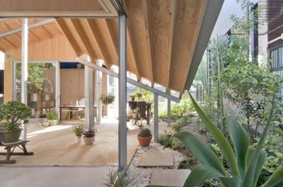 "[Interview] Ryue Nishizawa (Architect, SANAA) ""Windows as Connectors between the Inside and Outside"" Terasaki House Photo by Office of Ryue Nishizawa"