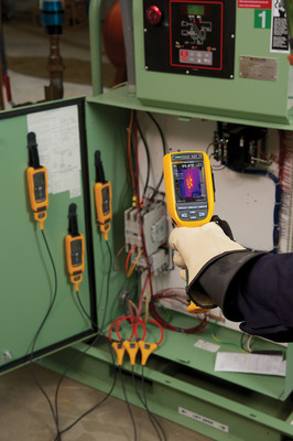 The Dealer Design Awards is validation that the CNX system is delivering the flexibility and efficiency contractors need when troubleshooting HVAC/R systems.  (PRNewsFoto/Fluke Corporation)