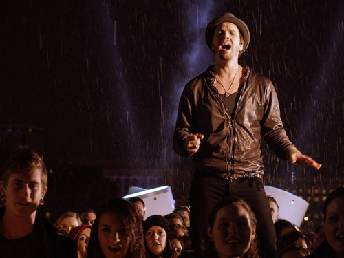"Multi-platinum recording artist Gavin DeGraw releases music video for hit single ""Soldier"".  (PRNewsFoto/Altius Management)"