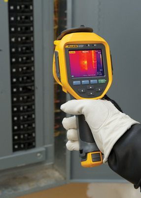 The rugged Ti400 Infrared Camera features LaserSharp Auto Focus, which uses a laser to pinpoint exactly where the camera should focus for consistently in-focus images every time. It connects to the Fluke CNX(TM) Wireless system, allowing it to be used as a main unit to view live measurements of up to five wireless modules (e.g. AC current or voltage modules) on its screen and integrate the data into the infrared image.  (PRNewsFoto/Fluke Corporation)