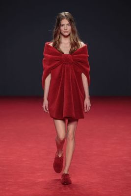 VIKTOR&ROLF PARTNERS WITH DESSO AT THEIR AUTUMN/WINTER 2014 COLLECTION BY TRANSFORMING CARPETS TO HAUTE COUTURE