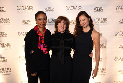 Friends of the Global Fight President Deb Derrick, center, is joined by actor, author and PSI ambassador Ashley Judd, right, and Friends board member and CARE President/CEO Helene Gayle, left, at Friends' 10th Anniversary Leadership Gala in Washington, D.C., on Dec. 2, 2014. (Photo by Astrid Riecken/Getty Images for Friends of the Global Fight)