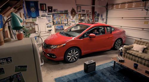 "Honda Launches ""Gol! Gol!"" Hispanic Campaign for 2014 Civic Coupe. (PRNewsFoto/American Honda Motor Co., Inc.) (PRNewsFoto/AMERICAN HONDA MOTOR CO., INC.)"