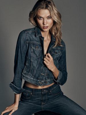 Карли Клосс стала новым лицом рекламной кампании коллекции денима EXPRESS «Fit for You»