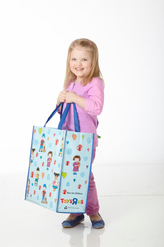 "Toys""R""Us Reusable Tote Bag Benefiting Save the Children (PRNewsFoto/Toys""R""Us, Inc.)"