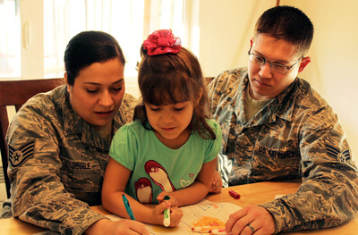 Staff Sgt. Sabrina Siegele and Senior Airman Matt Siegele, an Air Force couple at Joint Base Lewis-McChord, Wash., enjoy time after work with their daughter, Stephanie. The Siegeles like the age-appropriate scenarios of the new MilitaryParenting.org website.  (PRNewsFoto/National Center for Telehealth and Technology)