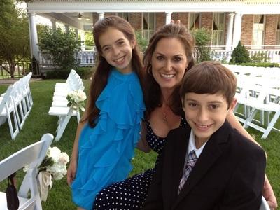 StemGenex(R) patient Kristen Marr shown here with her children this year.