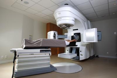 Sessao de radioterapia com a tecnologia RapidArc, no centro medico da Barra, usando o sistema Trilogy(R) da Varian Medical Systems.  (PRNewsFoto/Varian Medical Systems, Inc.)