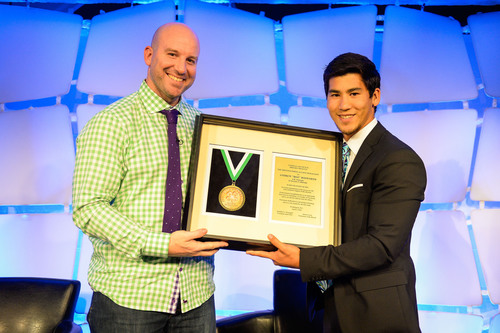 National 4-H Council Legacy Awards: Youth Trustee Caleb Chang Presents Facebook News Feed Inventor and California 4-H Alumnus Andrew Bosworth with the 4-H Legacy Awards Distinguished Alumni Medallion. (PRNewsFoto/National 4-H Council) (PRNewsFoto/NATIONAL 4-H COUNCIL)