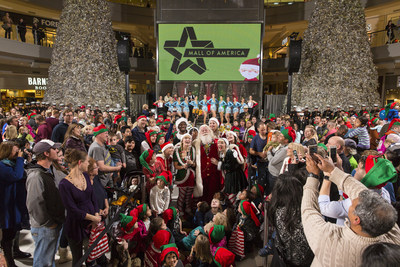 "Santa kicks off the holiday season by snapping the world's largest ""elfie"" at Mall of America(R) with 500 of his closest friends"