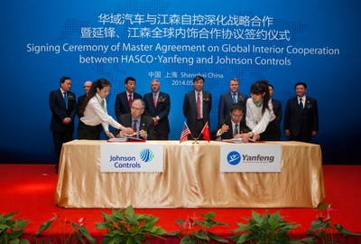Alex Molinaroli, (left) Johnson Controls chairman and chief executive officer, and Shen Jianhua, vice chairman, SAIC & HASCO, and chairman, Yanfeng, today announced the signing of a definitive agreement to form a global automotive interiors joint venture.