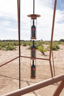 Pozo de Tinta renews the tasting ritual in the middle of Bodega Numanthia vineyard/ Pozo de Tinta renouvelle le rituel de degustation au cœur du vignoble de Bodega Numanthia (PRNewsFoto/Bodega Numanthia)