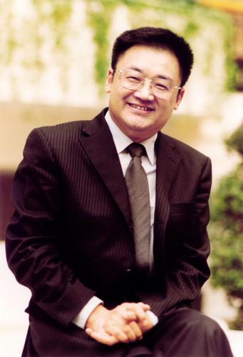 Dr. Rongxiang Xu, Inhaber des Patents zur Regeneration beschädigter Organe, in Rede zur Lage der