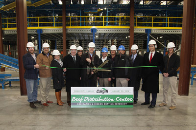 Governor Brownback performs ceremonial ribbon cutting for the Cargill new boxed beef distribution center in Dodge City.