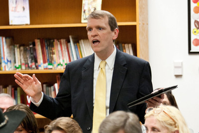 Liberty Institute General Counsel Jeff Mateer Asks Kountze Board of Trustees to Lift Unlawful Ban on Banners with Religious Messages at Special Board Meeting.  (PRNewsFoto/Liberty Institute)