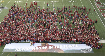 "Brawny sets the world record for ""Largest Gathering of People Wearing Plaid."""