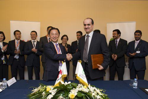 Etisalat Huawei Signing Ceremony (PRNewsFoto/Etisalat)