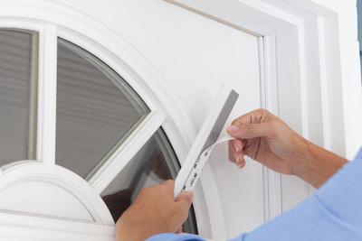 Cinch(TM) Door Seal - A Faster Way To Help Lower Your Energy Bill Visit cinchdoorseal.com.  (PRNewsFoto/M-D Building Products)