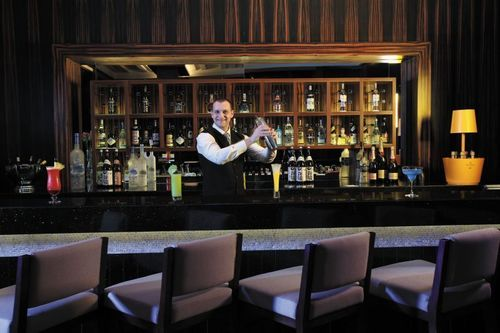 Lobby Bar - Bartender - The Oberoi, Dubai (PRNewsFoto/Oberoi Hotels and Resorts)