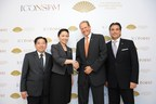 (From left) Mr. Piyawat Titasattavorakul, Director of The ICONSIAM Co., Ltd., Ms. Tipaporn Chearavanont, Director and CEO of The ICONSIAM Superlux Residence Corporation Ltd., Mr. Edouard Ettedgui, Group Chief Executive of Mandarin Oriental Hotel Group and Mr. Richard Baker, Executive Vice President, Operations Director - Asia, Mandarin Oriental Hotel Group