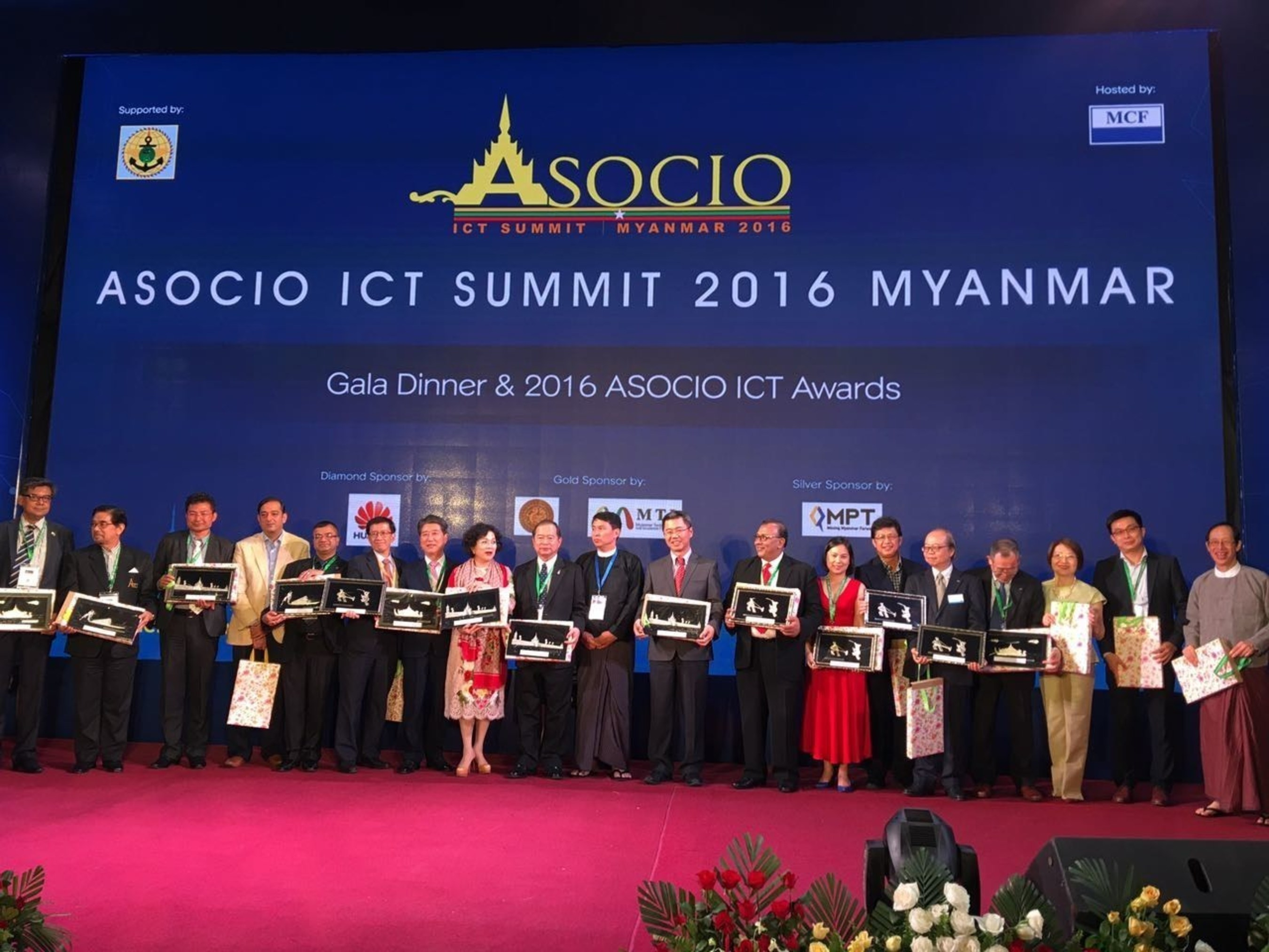 Winners at the Asian-Oceanian Computing Industry Organization (ASOCIO) ICT Summit 2016 held recently in Yangon, Myanmar, where Fusionex won the Outstanding ICT Company Award.