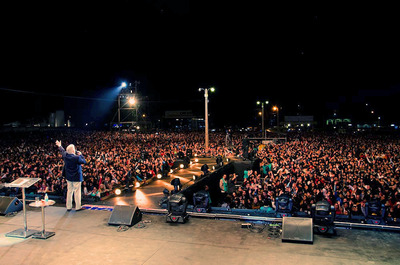 Luis Palau shares the clear Gospel message with thousands in Asuncion, Paraguay, during the Luis Palau Paraguay Festival, April 27, 2012.  (PRNewsFoto/Luis Palau Association)