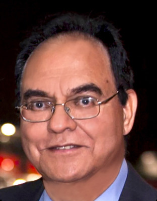 "Mukhtar Siddiqui, Younique's Chief Scientific Officer, leads all Research & Development efforts at Younique and manages their internal Laboratory, overseeing all the formulations, testing, processing, manufacturing, and quality. Mukhtar says, ""Uniting science and nature will be our focus at Younique as we continue to select the finest, safest, cleanest, and most effective cosmetics ingredients."" (PRNewsFoto/Younique Products)"