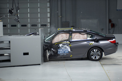 IIHS Names Safest Cars For 2013