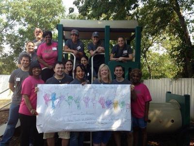 Dallas-based Expedia, Inc. staff volunteering at American Care Foundation (PRNewsFoto/Hotels.com)