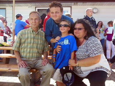 Actor Patrick Renna, who played Ham in The Sandlot, poses with Kaleb and his family (PRNewsFoto/Kretschmar Deli)