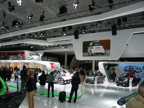 Leyard was the perfect help for the SMART Mercedes-Benz exhibition area at the Frankfurt Auto Show.  (PRNewsFoto/Shenzhen Leyard Opto-Electronic Co., Ltd)