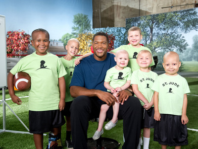 """Michael Strahan and Sofia Vergara join celebrity friends to Star in St. Jude Thanks and Giving(R) Campaign This Holiday Season.""  (PRNewsFoto/ALSAC/St. Jude Children's Research Hospital)"