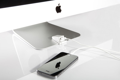 Wiplabs launches the iMacompanion: A Easy, Sleek, Front USB Port for the iMac.  (PRNewsFoto/Wiplabs Designs LLC)
