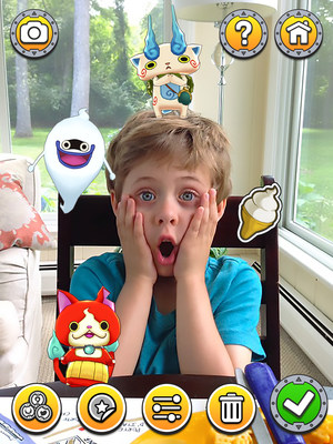 In your personal YO-KAI WATCH photo booth, take pictures with your favorite Yo-kai to share and post!  Download the FREE gaming app YO-KAI WATCH LAND today!
