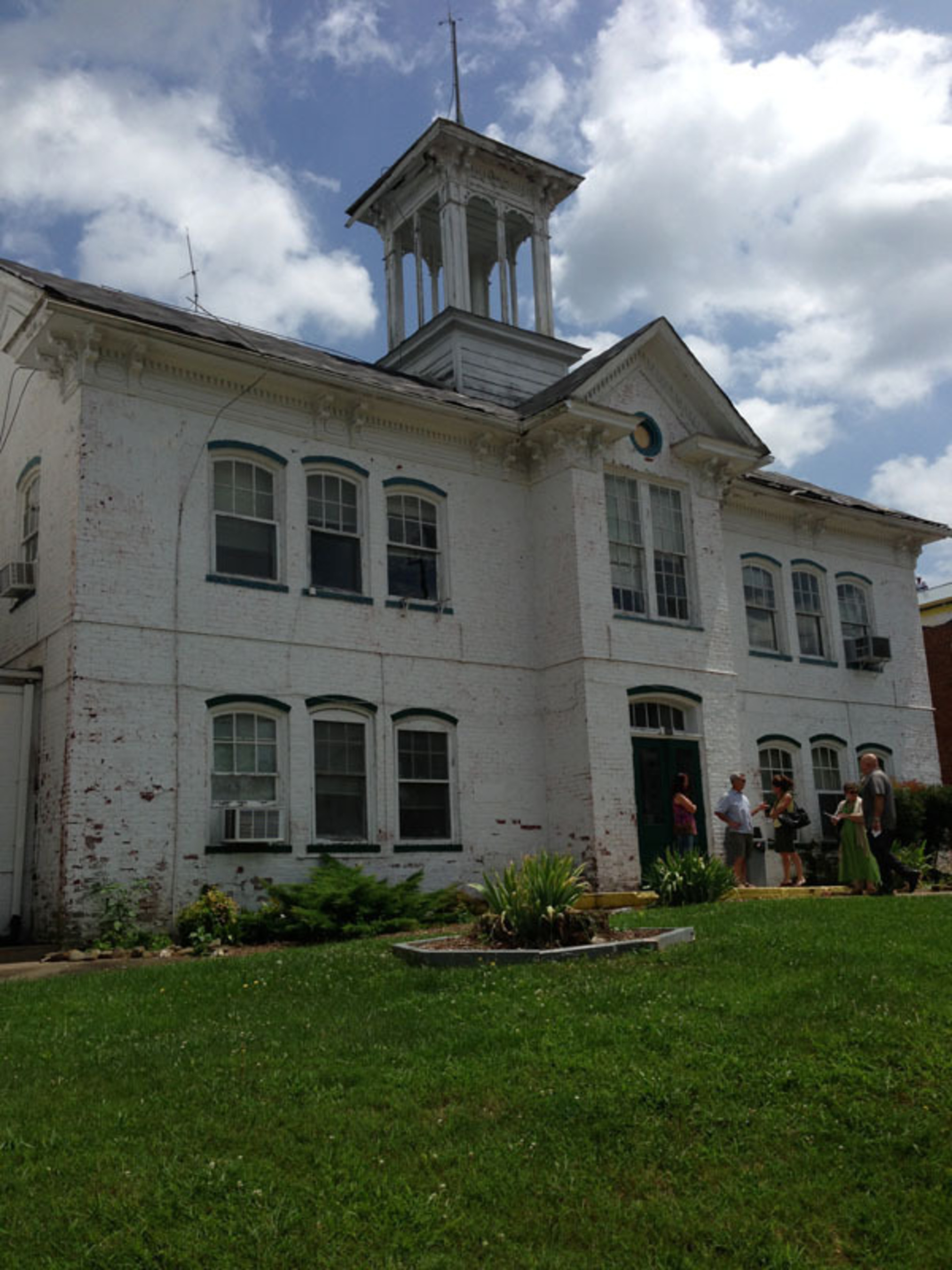 """Preserve Our School Foundation members meet in front of Luray School to gain """"Stay of Execution"""" for 132-year old building.  (PRNewsFoto/Preserve Our School Foundation, Inc.)"""