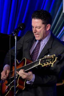 John Pizzarelli will headline with the NJCU Alumni Jazz Big Band in a tribute to Frank Sinatra and other Jersey greats on Thursday, September 18, at the J. Owen Grundy Pier in Jersey City. (PRNewsFoto/New Jersey City University)