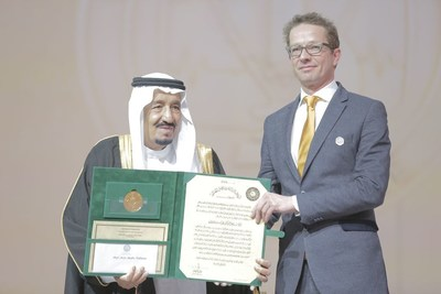King Salman gives Joris Veltman this year's King Faisal International Prize in medicine for the clinical application of next generation genetics. (PRNewsFoto/King Faisal International Prize)