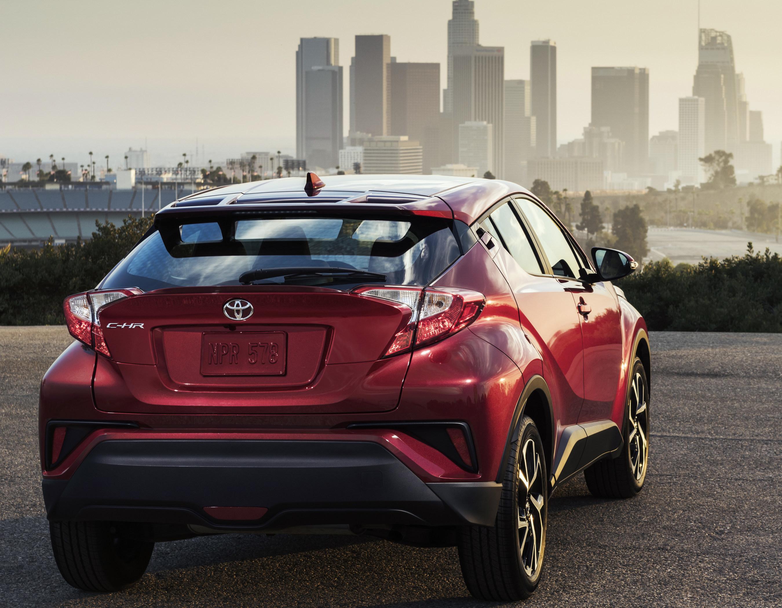 El totalmente nuevo Toyota C-HR se revelo en el Auto Show de Los Angeles el jueves 17 de noviembre...mas alla de lo inesperado.