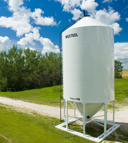 Photo of Magnum FN, Westeel's new smoothwall bin for fertilizer storage.  (PRNewsFoto/Westeel Storage ...