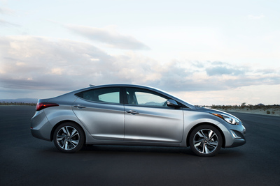 2015 ELANTRA BRINGS FEATURE-PACKED VALUE TO SHOPPERS (PRNewsFoto/Hyundai Motor America)