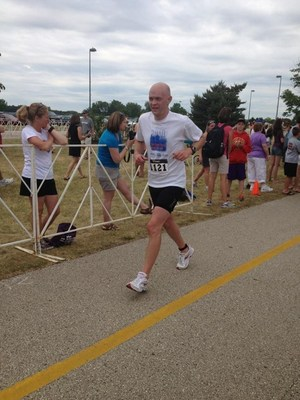 Eric Grush, DDF Illinois Chapter Founder, running to support Debbie's Dream Foundation before losing his battle to stomach cancer (PRNewsFoto/Debbie's Dream Foundation)