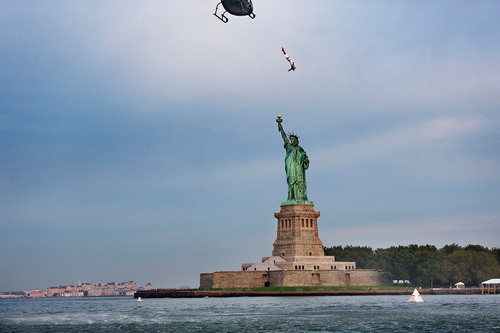 USA Welcomes World Class Cliff Divers To Its Shores With Statue Of Liberty Dive