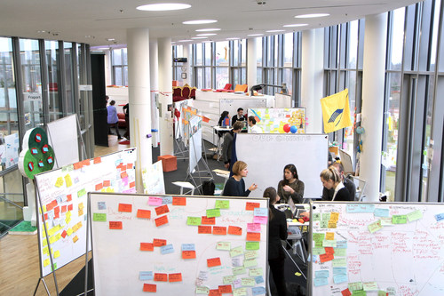 """In Palo Alto and Potsdam (Germany), Design Thinking is not only a research subject but also being taught to both students and professionals. The scene above depicts a typical workspace at the HPI School of Design Thinking in Potsdam. Use free of charge with reference """"Hasso Plattner Institute"""". Design Thinking, Innovation, Hasso Plattner, Research, Creativity, Teamwork, Collaboration, Business, Professionals, Companies, Enterprise (PRNewsFoto/HPI Hasso Plattner Institute) (PRNewsFoto/HPI Hasso Plattner Institute)"""