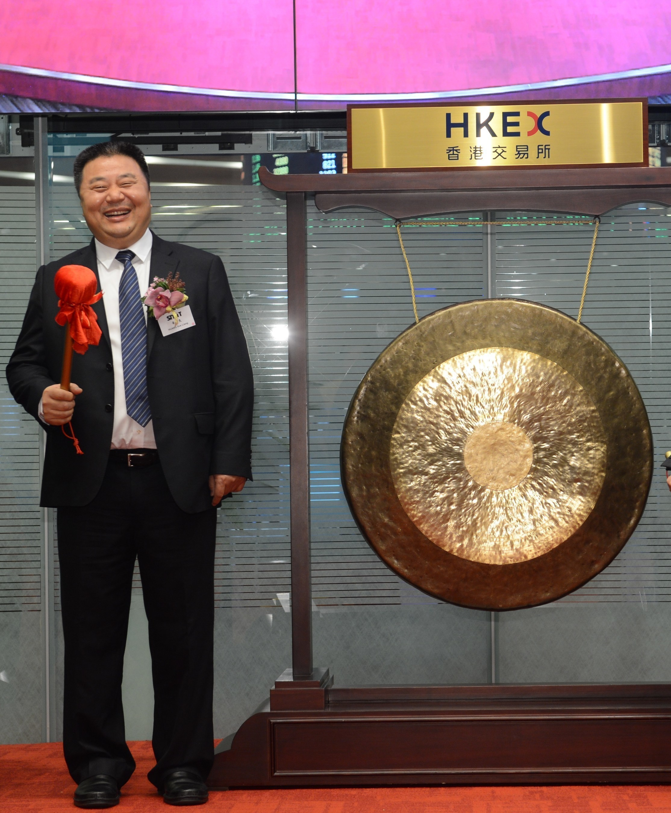 Mr. Huang Xueliang ,Chairman of SMIT Holdings Limited at the listing ceremony at HKEx