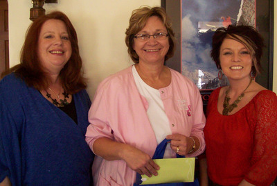 Medical Staffing Network's Shelley Zeigler (l.) and W3D's Misty Stover (r.) present Karla Osman, RN (c.) with the Nurse of the Month Award.  (PRNewsFoto/Medical Staffing Network Healthcare, LLC)